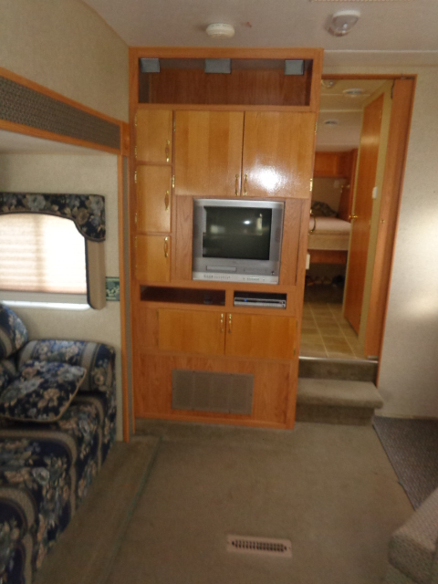 Pre Owned 5th Wheel Camper within driving distance of Statesville, NC.