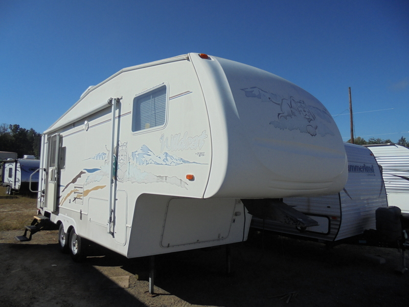 Pre Owned 5th Wheel Camper in Wilkesboro, North Carolina.