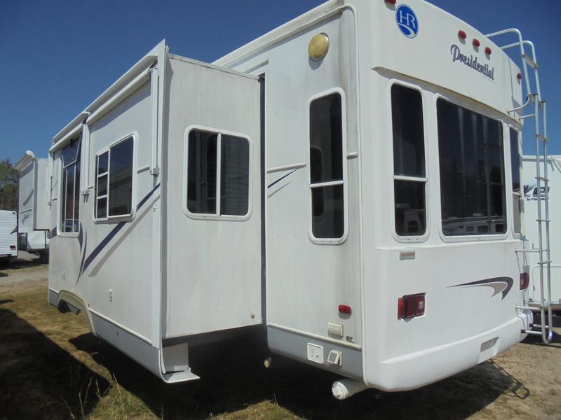 Camper Dealer of 5th Wheel Camper in NC.