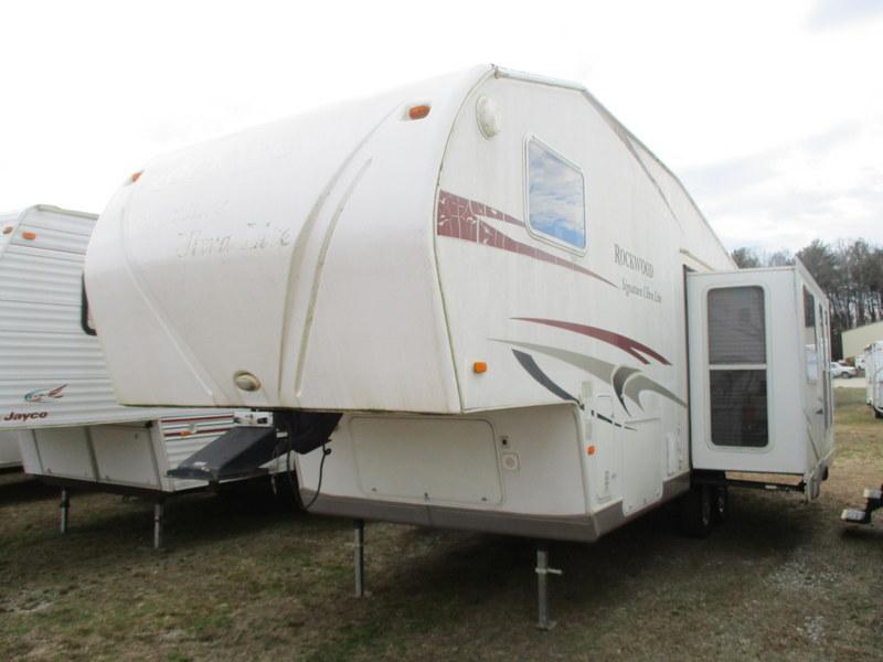 Camper Dealer of 5th Wheel Camper near Taylorsville, NC.