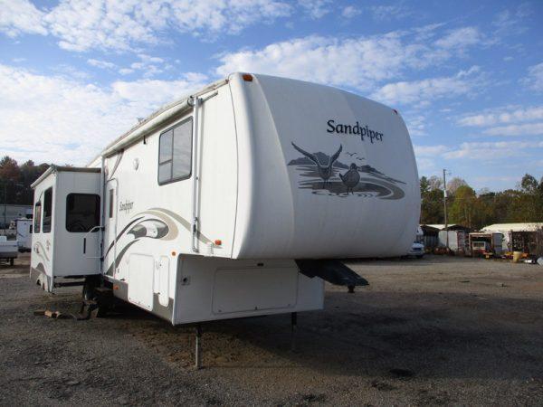 Camper Dealer of 5th Wheel Camper within driving distance of Lenoir, NC.