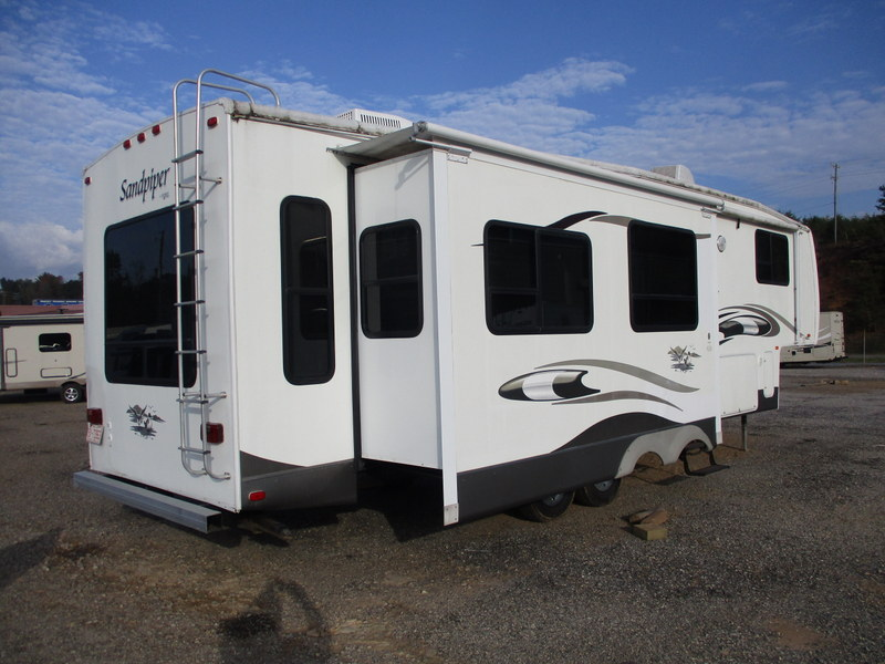 Camper Dealer of 5th Wheel Camper within driving distance of ASU.